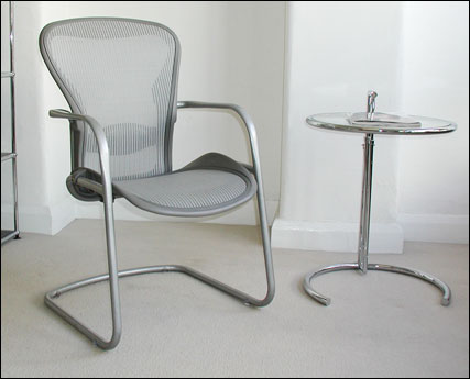 Aeron meeting chair on cantilever base in titanium