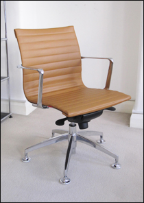 Ribbed low back Aero-Deck chair with chrome glides