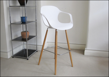 Amy bar stool in white