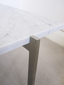 Cubis 88 coffee table in marble - detail of leg
