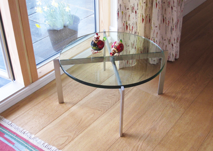 Cubis 500mm diametre round glass coffee table