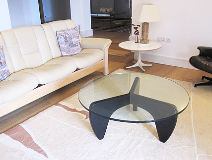 Manx coffee table with black base and round glass top
