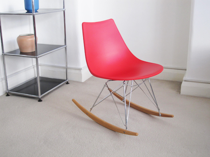 Crossbar rocking chair in red