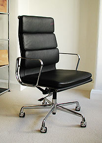 High back Soft Pad desk chair with arms